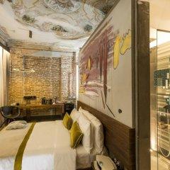 Отель Ikonik The Public 4* Улучшенный номер с различными типами кроватей фото 3
