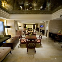 Отель DoubleTree by Hilton Shanghai Jing'an Китай, Шанхай - отзывы, цены и фото номеров - забронировать отель DoubleTree by Hilton Shanghai Jing'an онлайн гостиничный бар фото 2