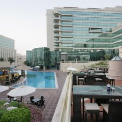 Millennium Airport Hotel Dubai бассейн
