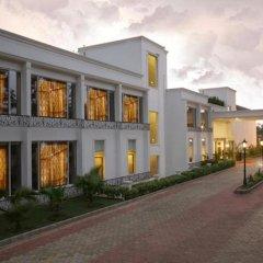Отель Country Inn & Suites By Carlson, Satbari, New Delhi Индия, Нью-Дели - отзывы, цены и фото номеров - забронировать отель Country Inn & Suites By Carlson, Satbari, New Delhi онлайн вид на фасад
