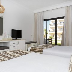 Отель Meraki Resort (Adults Only) 4* Номер Triple trouble с различными типами кроватей
