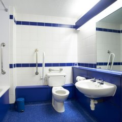 Отель Travelodge Ashton Under Lyne ванная