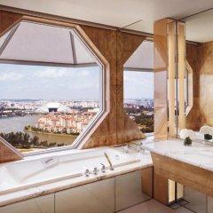 Отель The Ritz-Carlton, Millenia Singapore 5* Номер Elevated Kallang с различными типами кроватей фото 2