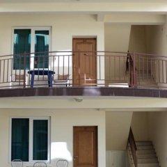 Гостиница КраМан Гостевой Дом в Сочи отзывы, цены и фото номеров - забронировать гостиницу КраМан Гостевой Дом онлайн балкон