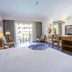 Отель Amora Beach Resort Phuket комната для гостей фото 15