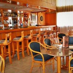 Отель Kapetanios Bay Hotel Кипр, Протарас - отзывы, цены и фото номеров - забронировать отель Kapetanios Bay Hotel онлайн гостиничный бар фото 2