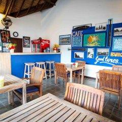 Отель Bale Sampan Bungalows гостиничный бар