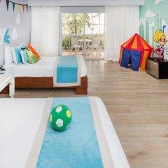 Отель Be Live Collection Punta Cana - All Inclusive 3* Семейный номер Better together с различными типами кроватей фото 2
