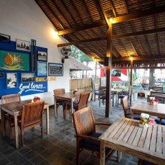 Отель Bale Sampan Bungalows гостиничный бар фото 2