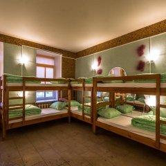 Хостел Time at the Red Gate Кровать в мужском общем номере с двухъярусными кроватями фото 5