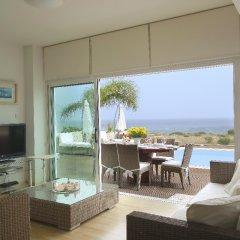 Отель Leonies By The Sea Villa комната для гостей фото 4