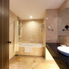 The Hanoi Club Hotel & Lake Palais Residences 4* Стандартный номер разные типы кроватей фото 4