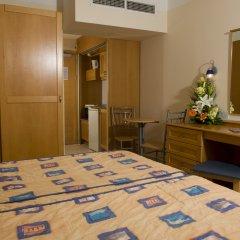 Bayview Hotel by ST Hotels Гзира сейф в номере