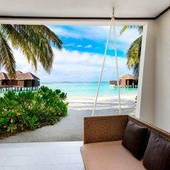 Отель Sheraton Maldives Full Moon Resort & Spa 5* Номер Делюкс Beach front с различными типами кроватей фото 2