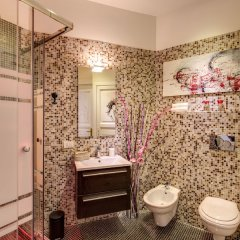 C. Luxury Palace & Hostel ванная