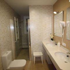 Отель Hostal Orleans ванная