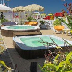 Hotel Fedora Rimini бассейн