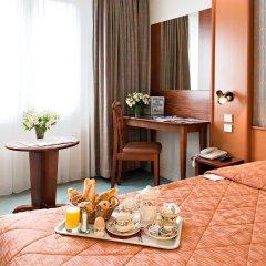 Отель Hôtel Abrial Париж в номере