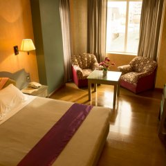 Отель V Hotel Филиппины, Манила - отзывы, цены и фото номеров - забронировать отель V Hotel онлайн комната для гостей фото 4