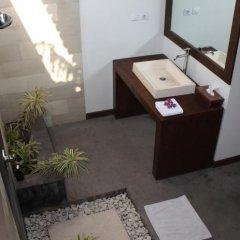 Отель Bale Sampan Bungalows ванная фото 2