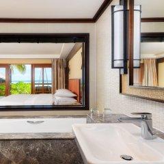 Отель Sheraton Maldives Full Moon Resort & Spa 5* Номер Делюкс Beach front с различными типами кроватей фото 4