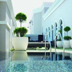 Отель The Ritz-Carlton Abu Dhabi, Grand Canal бассейн фото 2