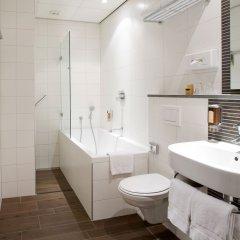 Отель Amsterdam De Roode Leeuw Нидерланды, Амстердам - 1 отзыв об отеле, цены и фото номеров - забронировать отель Amsterdam De Roode Leeuw онлайн ванная