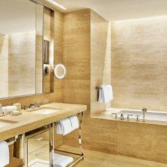 Отель The St. Regis Bal Harbour Resort ванная
