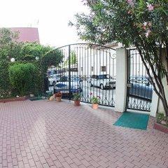 Гостиница «Вилла Риф» парковка фото 2