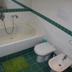 Charles Bridge International Hostel Прага ванная фото 3