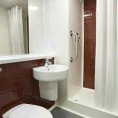 Отель Travelodge Manchester Upper Brook Street ванная