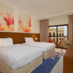 Отель DoubleTree by Hilton Resort & Spa Marjan Island 5* Стандартный номер с различными типами кроватей