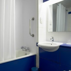 Отель Travelodge Paisley Великобритания, Глазго - отзывы, цены и фото номеров - забронировать отель Travelodge Paisley онлайн ванная фото 3
