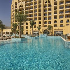 Отель DoubleTree by Hilton Resort & Spa Marjan Island бассейн фото 3