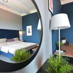 Гостиница Beton Brut 4* Номер Делюкс с двуспальной кроватью фото 2