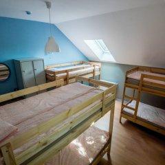 Хостел Остановись Кровать в общем номере с двухъярусной кроватью