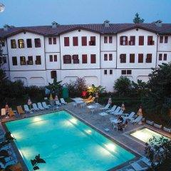 Idyros Hotel бассейн