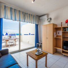 Отель Spinola Bay Penthouse Мальта, Сан Джулианс - отзывы, цены и фото номеров - забронировать отель Spinola Bay Penthouse онлайн комната для гостей фото 4