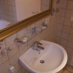 Отель Thai Thuna Hotel und Restaurant Германия, Тауфкирхен - отзывы, цены и фото номеров - забронировать отель Thai Thuna Hotel und Restaurant онлайн ванная