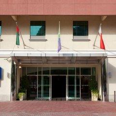 Отель Holiday Inn Express Dubai Safa Park вид на фасад фото 2
