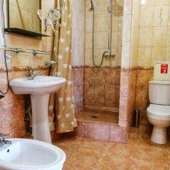 Гостиница Barton Park в Алуште 8 отзывов об отеле, цены и фото номеров - забронировать гостиницу Barton Park онлайн Алушта ванная