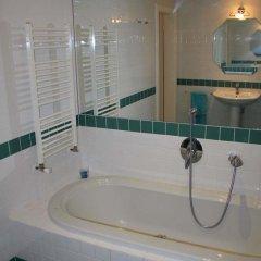 Charles Bridge International Hostel Прага ванная