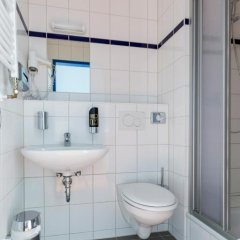 Отель a&o Copenhagen Norrebro Стандартный семейный номер с различными типами кроватей фото 4