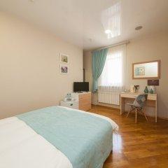 Гостиница ПолиАрт Стандартный номер с двуспальной кроватью фото 14
