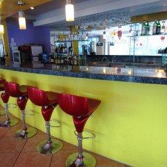 Golden Peak Hotel & Suites гостиничный бар