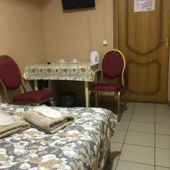Мини-Отель Рица Номер категории Эконом с двуспальной кроватью (общая ванная комната)