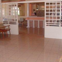 Silver Beach Hotel and Annexe Apartments интерьер отеля