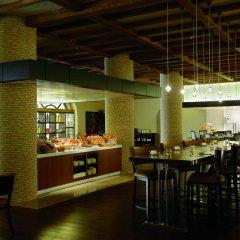 Отель The Ritz-Carlton Abu Dhabi, Grand Canal питание фото 3