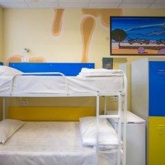 Хостел Аква Кровать в общем номере фото 2