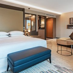 Отель Sheraton Grand Tbilisi Metechi Palace комната для гостей фото 15